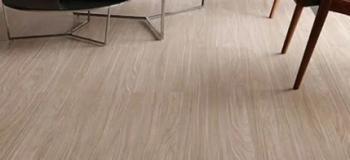 Instalação de piso laminado colado